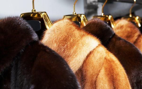 Химическо чистене на кожени облекла